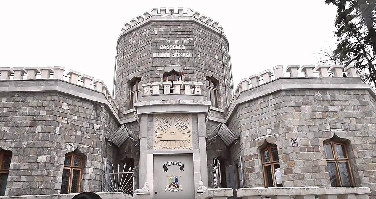 Miłość, śmierć i tajemniczy zamek Julii Hasde …